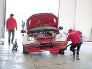 Красная Лада в ремонтной мастерской
