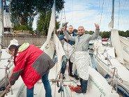 Радость перед отплытием на яхте