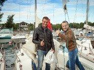 Довольные лица на яхте перед отплытием