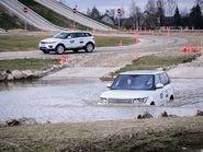 Range Rover в воде