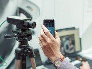 Видеокамера направленная на смартфон