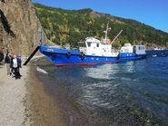 Синий катер на берегу Байкала