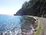 Берег Байкала в солнечных бликах