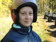 Девушка в шлеме