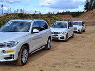 Гонки по бездорожью на белых BMW