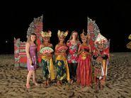 Девушки в национальных костюмах острова Бали